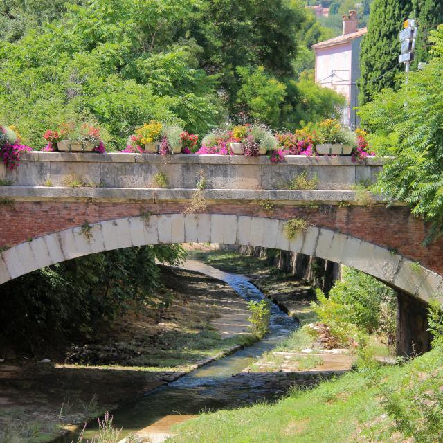 Pont Fleurs Huveaune Roquevaire Oti Aubagne