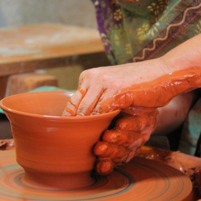Tournage poterie à l'atelier Hostein Noe - Aubagne