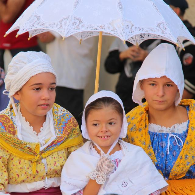 Defilé Enfants Cavalcade Lascours Folklore Provence Oti Aubagne