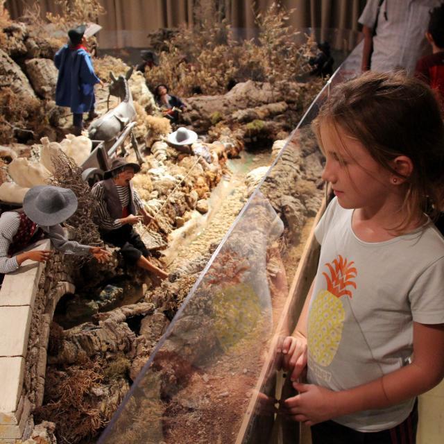 Enfant Musee Pecheurs Santons Di Landro Oti Aubagne