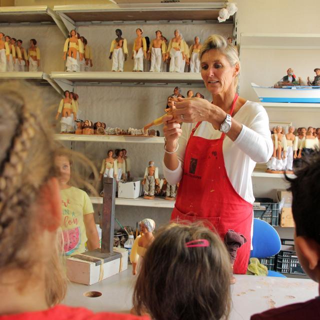 Scolaires Enfants Visite Explications Santons Di Landro Argile Oti Aubagne