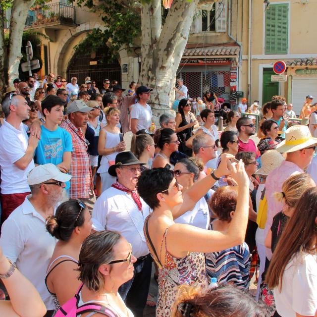 Spectateurs Cavalcade Provence Cuges Les Pins Oti Aubagne