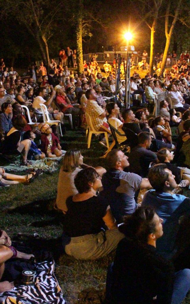 Spectateurs Festivite Nuit Festimome Aubagne Oti Aubagne