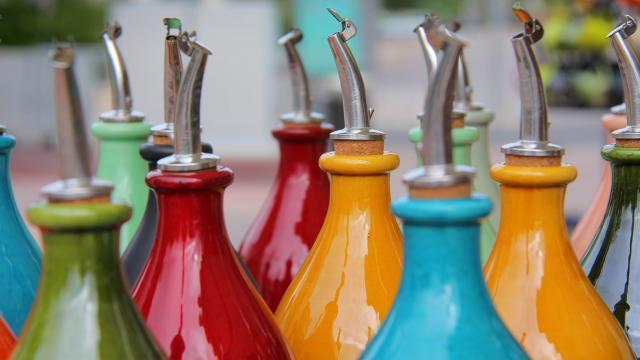 Huiliers en céramique - argile - marché été Aubagne -OTI_Aubagne